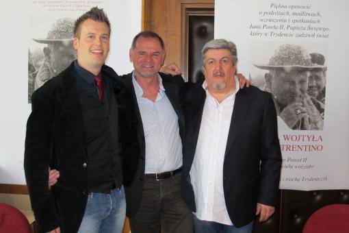 Gianluca Rosa, ai suoi fianchi Giorgio Gelmetti e figlio Michelangelo
